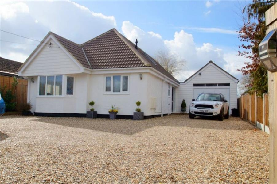 5 Bedrooms Detached House for sale in Clacton Road, Weeley