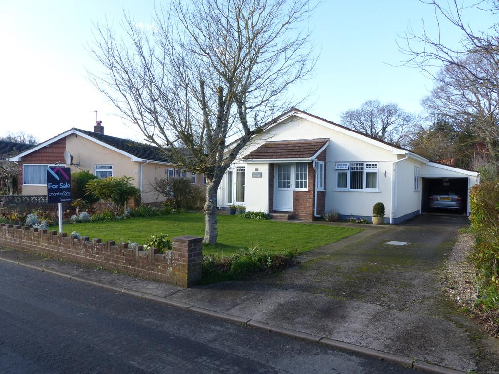 3 Bedrooms Detached Bungalow for sale in Broadway Avenue, Kingsteignton - Offers In Excess Of