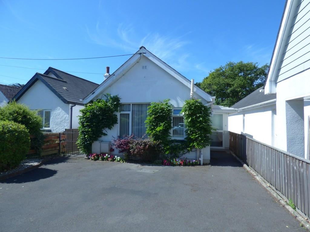 2 Bedrooms Detached Bungalow for sale in Chudleigh Road, Kingsteignton, TQ12 3JU