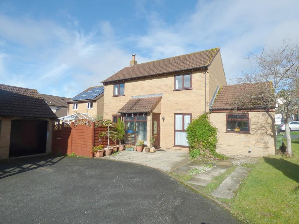 4 Bedrooms Detached House for sale in Eagle Close, Kingsteignton, TQ12 3PF