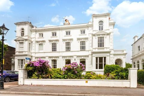 2 bedroom flat for sale - Portland Terrace, The Green, Richmond, Surrey, TW9