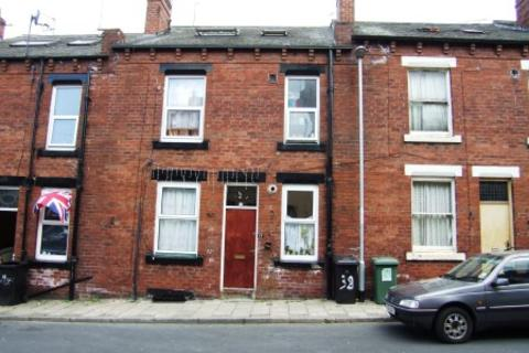 2 bedroom end of terrace house to rent - Linden Avenue, Beeston, LS11 6HB