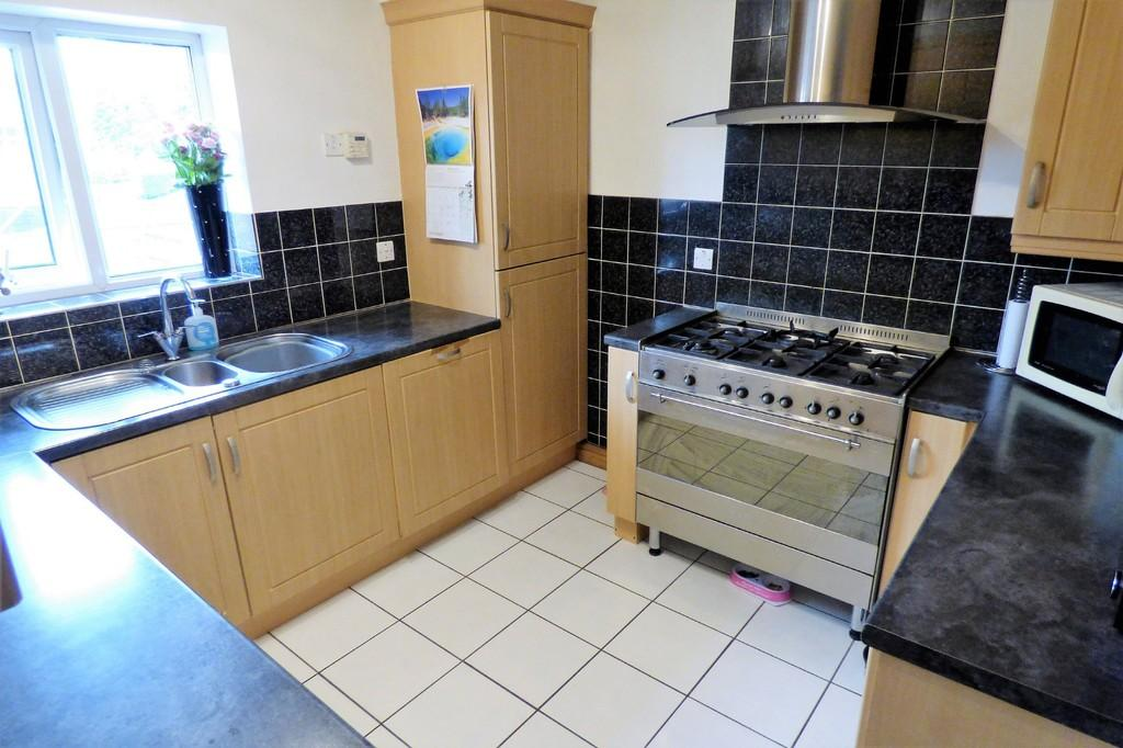 3 Bedrooms Apartment Flat for sale in St. James Road, Barton Under Needwood