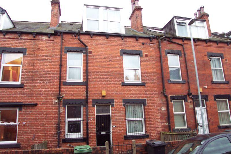 4 Bedrooms Terraced House for sale in Quarry Mount Street, Leeds