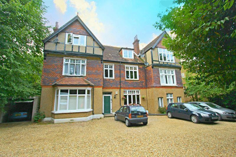 2 Bedrooms Maisonette Flat for sale in Stanstead Road, Caterham