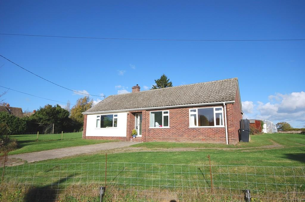 3 Bedrooms Detached Bungalow for sale in Toprow, Wreningham, Norwich