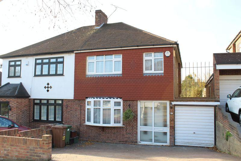 3 Bedrooms Semi Detached House for sale in Meadowview Road, Bexley
