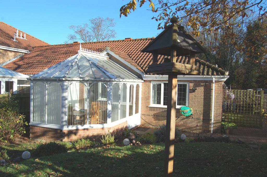 2 Bedrooms Semi Detached Bungalow for sale in Havergate, Horstead