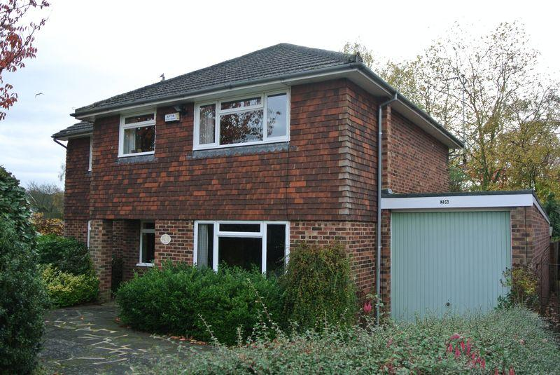 4 Bedrooms Detached House for sale in Pilgrims Way, Canterbury