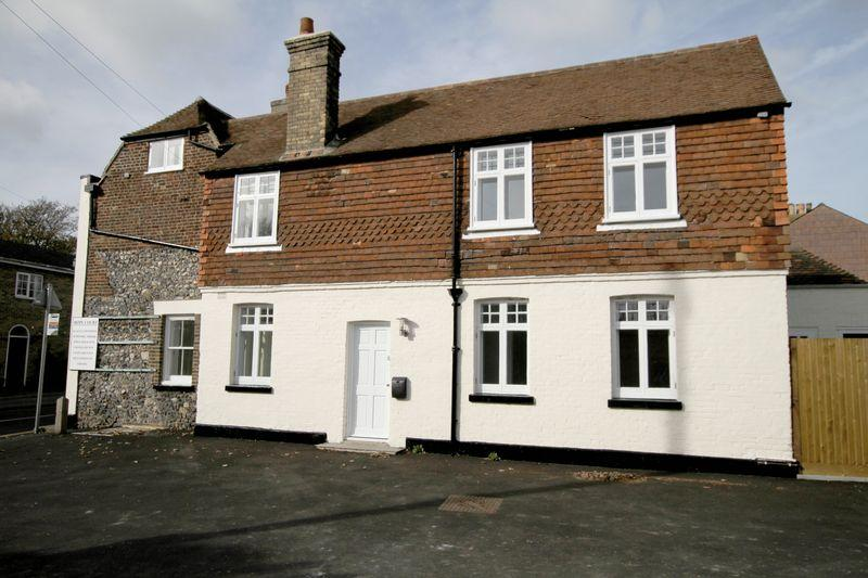 2 Bedrooms Semi Detached House for sale in St Margarets at Cliffe