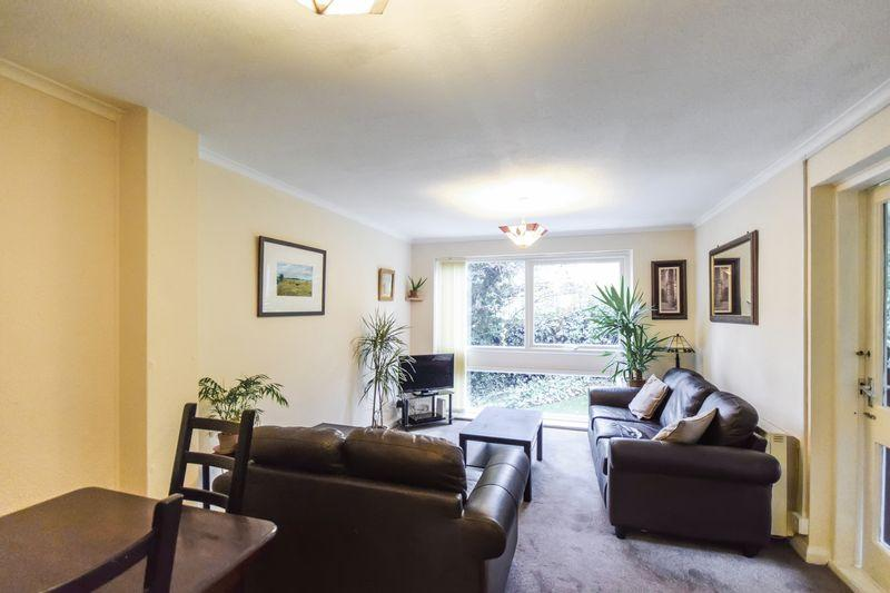2 Bedrooms Apartment Flat for sale in Bradford Road, Shipley