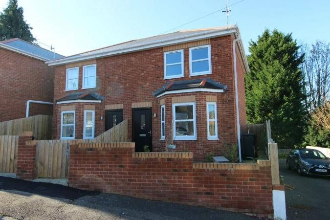 2 Bedrooms Semi Detached House for sale in Ridley Road , Winton