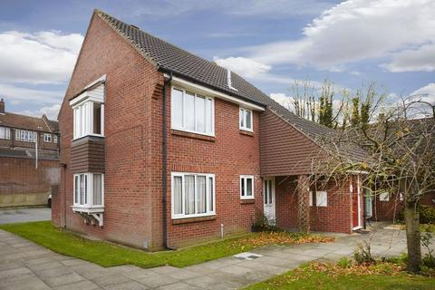 1 bedroom apartment for sale - Sycamore Close, Mottingham SE9 4RD