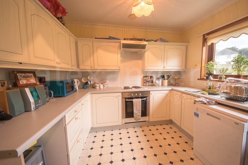 3 Bedrooms Semi Detached House for sale in Cwrt Y Cadno
