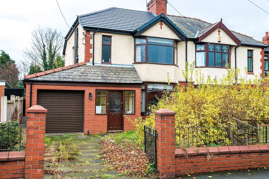 3 Bedrooms Semi Detached House for sale in Kiln Lane, Dentons Green