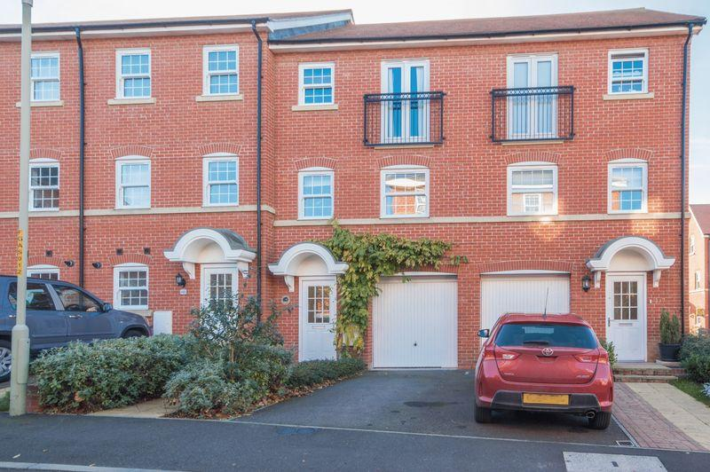 4 Bedrooms Terraced House for sale in Canterbury
