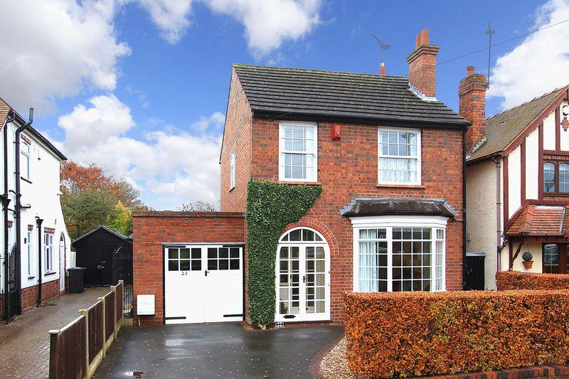 3 Bedrooms Detached House for sale in WOMBOURNE, Walk Lane
