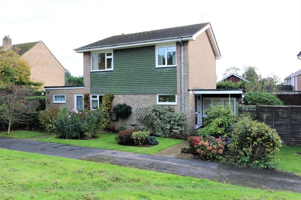 3 Bedrooms Detached House for sale in Merryfield Road, Petersfield, Hampshire