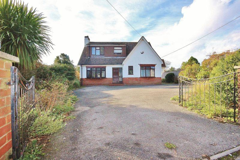 3 Bedrooms Detached House for sale in St Catherines Road, Southbourne, Bournemouth