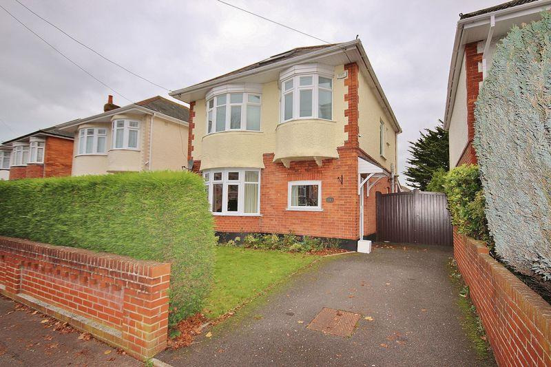 3 Bedrooms Detached House for sale in Clingan Road, Boscombe East, Bournemouth