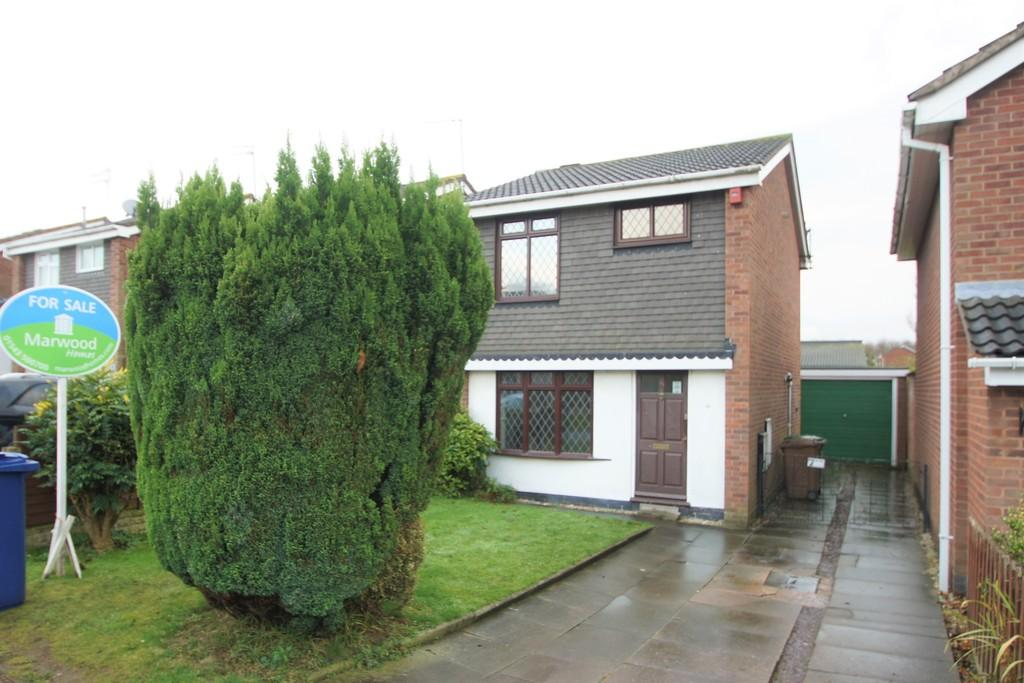 3 Bedrooms Detached House for sale in Langtree Close, Cannock