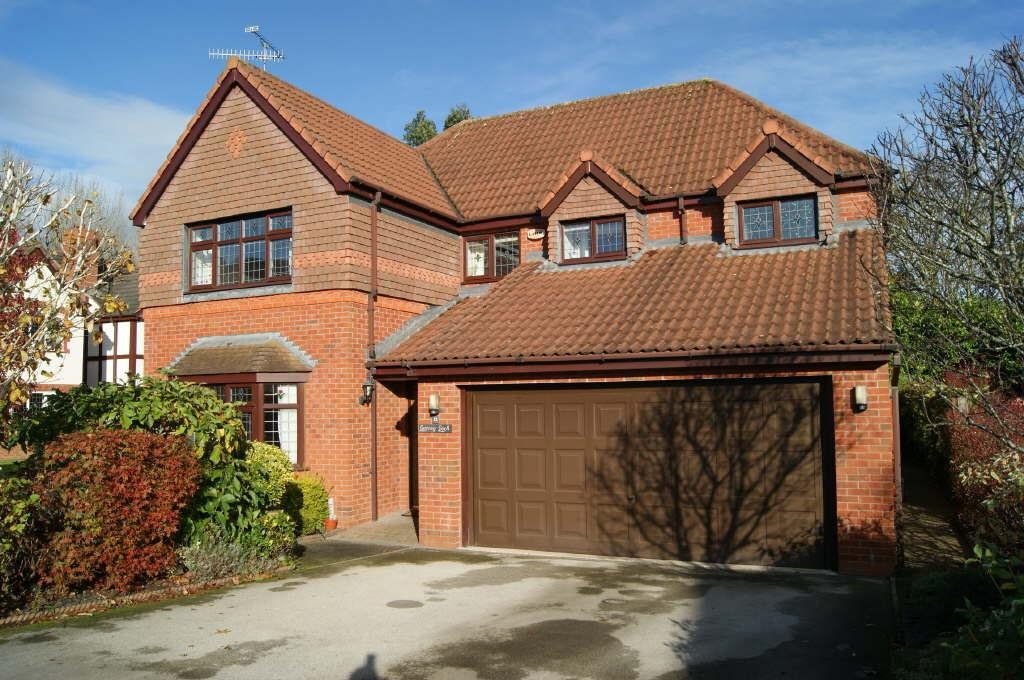 4 Bedrooms Detached House for sale in The Fairways, Wrexham