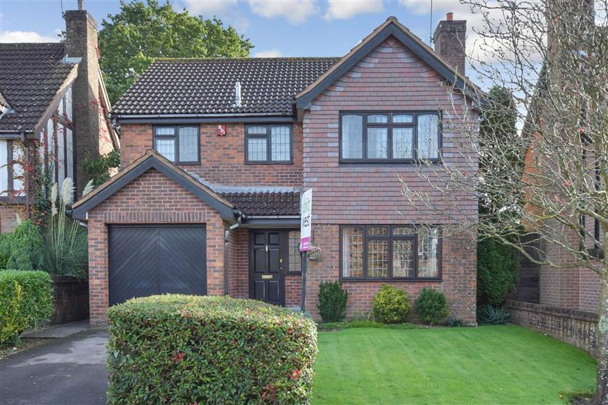 4 Bedrooms Detached House for sale in Loxwood Road, Waterlooville, Hampshire