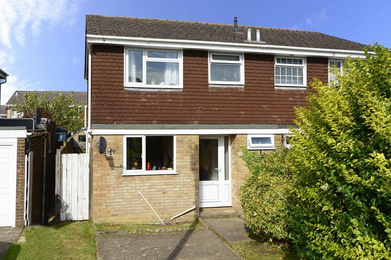 3 Bedrooms Semi Detached House for sale in Christchurch BH23