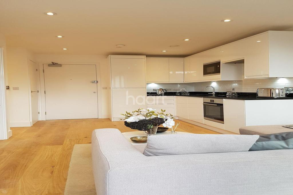 1 Bedroom Flat for sale in Coombe Cross, South End, Croydon, CR0