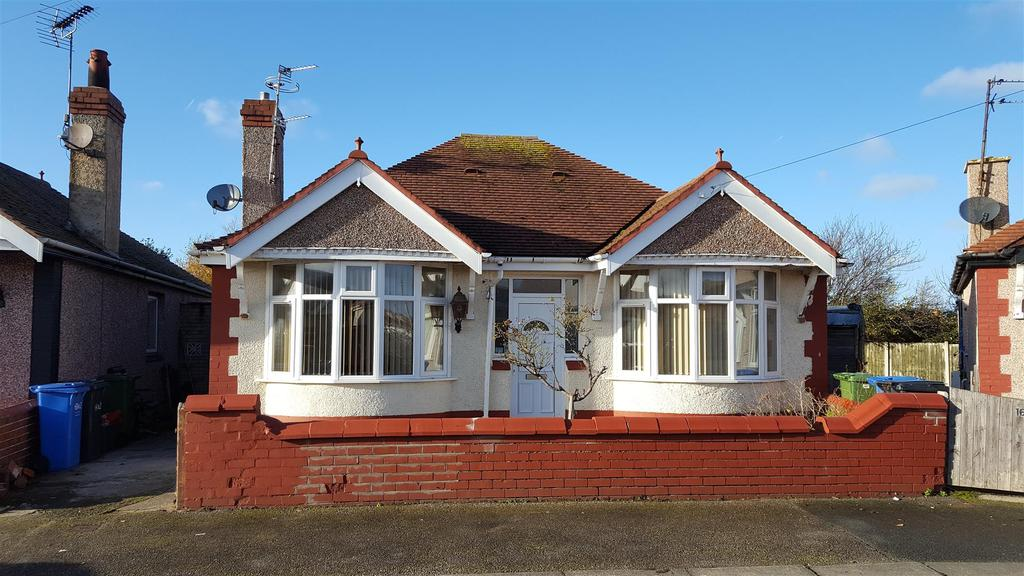 3 Bedrooms Detached Bungalow for sale in Regent Road, Rhyl