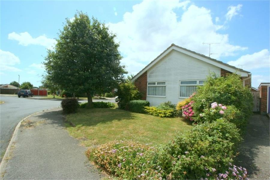 2 Bedrooms Bungalow for sale in Pulpitfield Close, Walton on the Naze