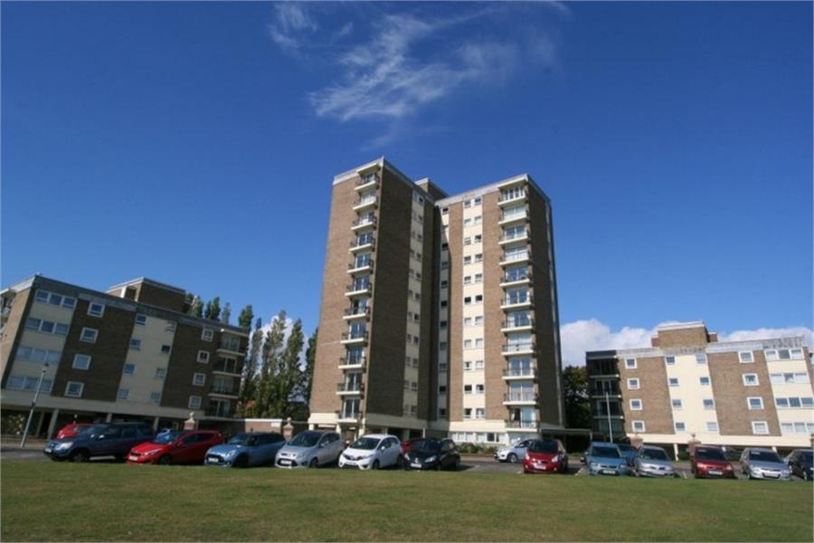 3 Bedrooms Flat for sale in The Esplanade, Frinton on Sea