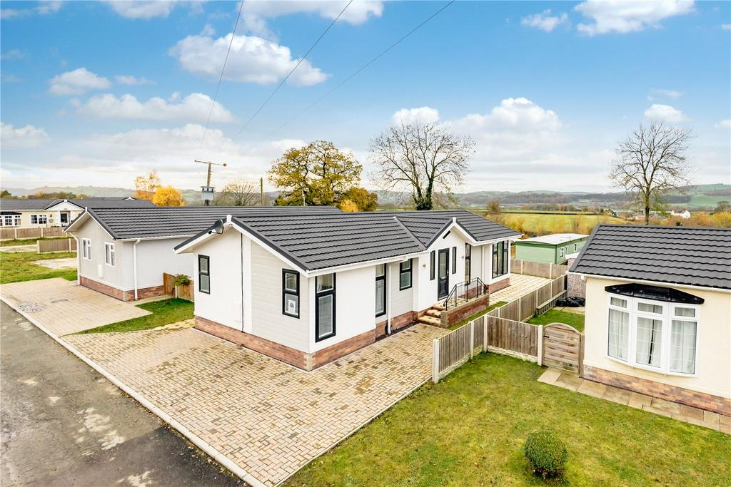 2 Bedrooms Detached Bungalow for sale in Tavern Park, Forden, Welshpool, Powys