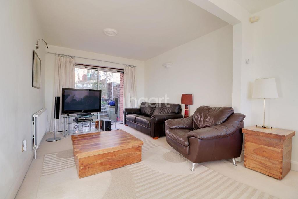 4 Bedrooms Semi Detached House for sale in Vernon Drive, Stanmore, HA7