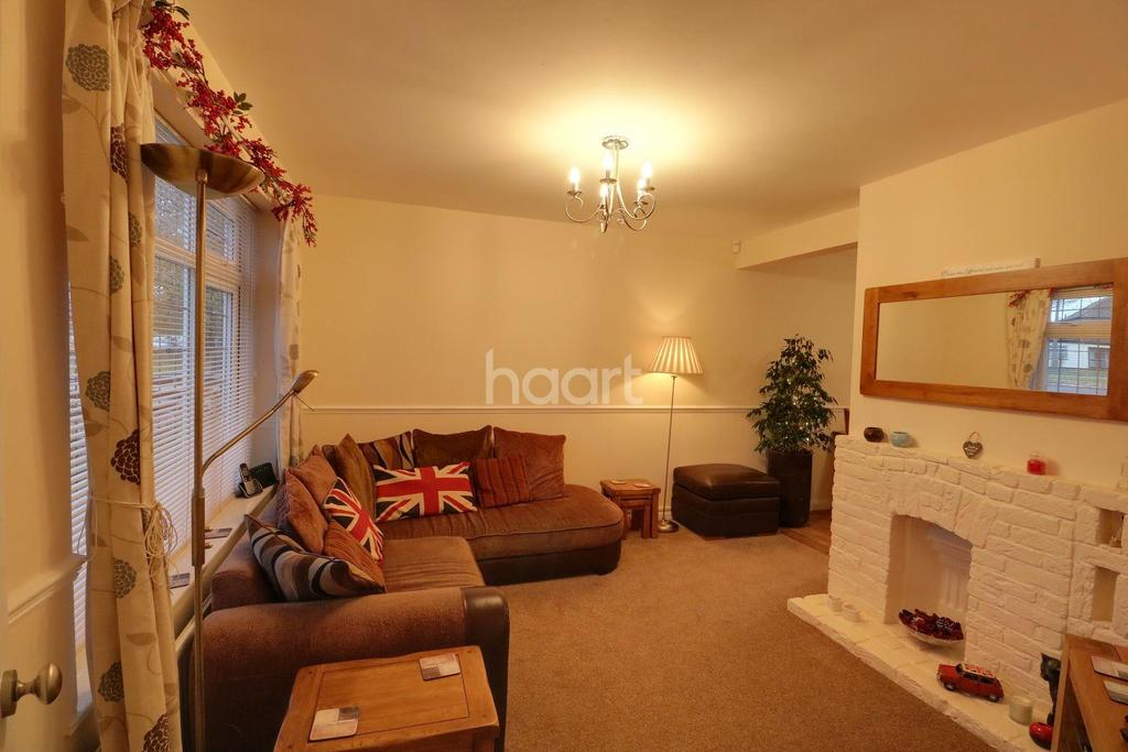 2 Bedrooms Semi Detached House for sale in Blenheim Chase, Leigh on Sea