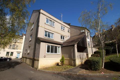 3 bedroom flat to rent - Morford Street