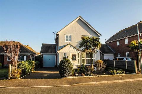 3 bedroom detached house for sale - Shoreham Road, Clacton-On-Sea