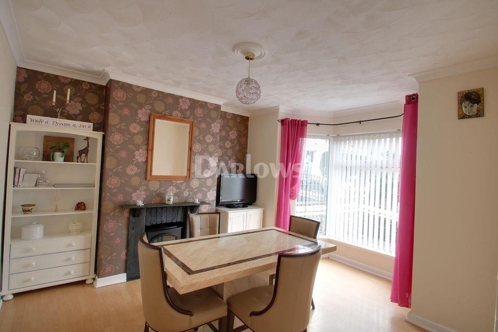 4 Bedrooms Terraced House for sale in Victoria Road, Cwmfields