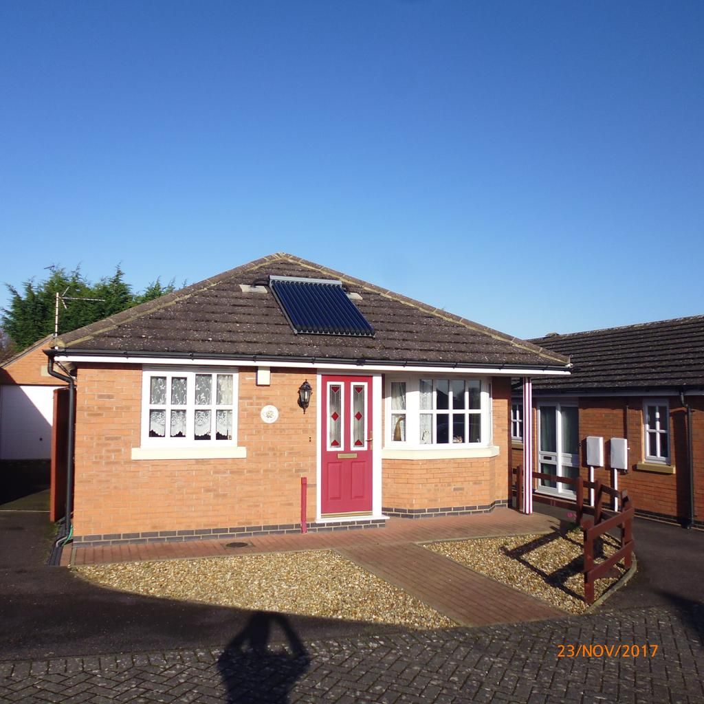 2 Bedrooms Bungalow for rent in Long Buckby