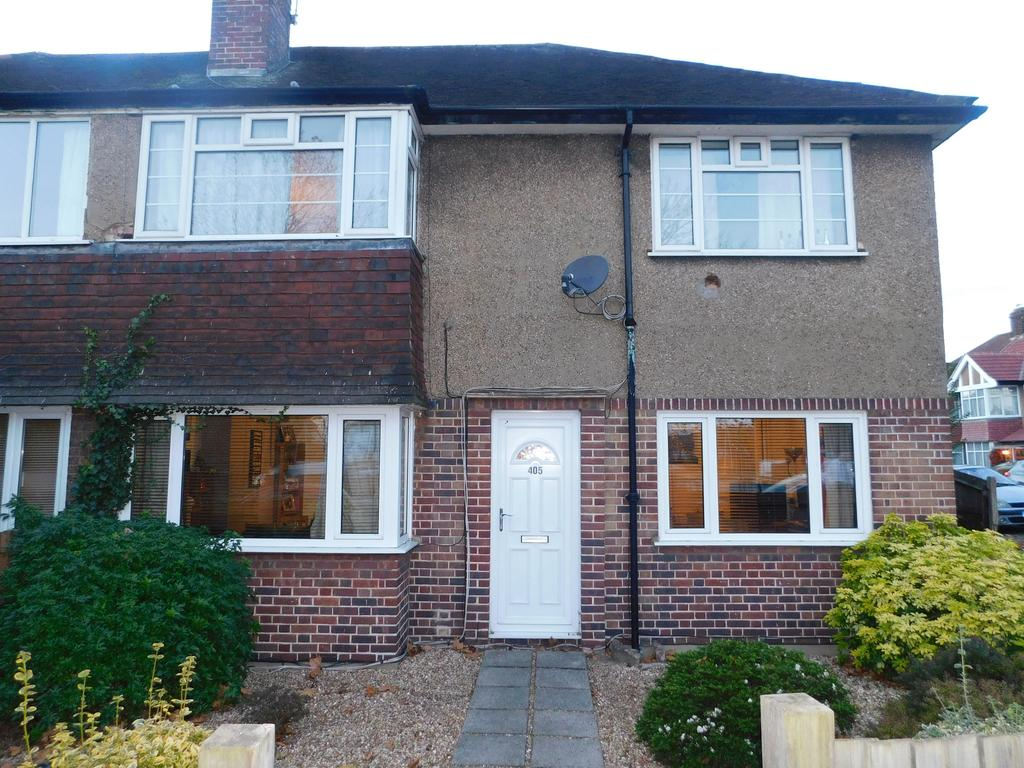 2 Bedrooms Ground Maisonette Flat for sale in Chertsey Road, Whitton Twickenham TW2