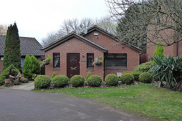 4 Bedrooms Detached Bungalow for sale in Lapwing Close, East Hunsbury, Northampton, NN4