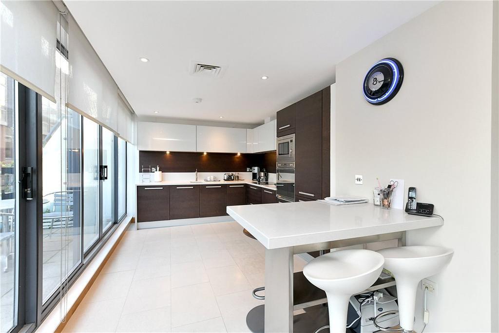 2 Bedrooms Maisonette Flat for sale in Phoenix Street, London, WC2H