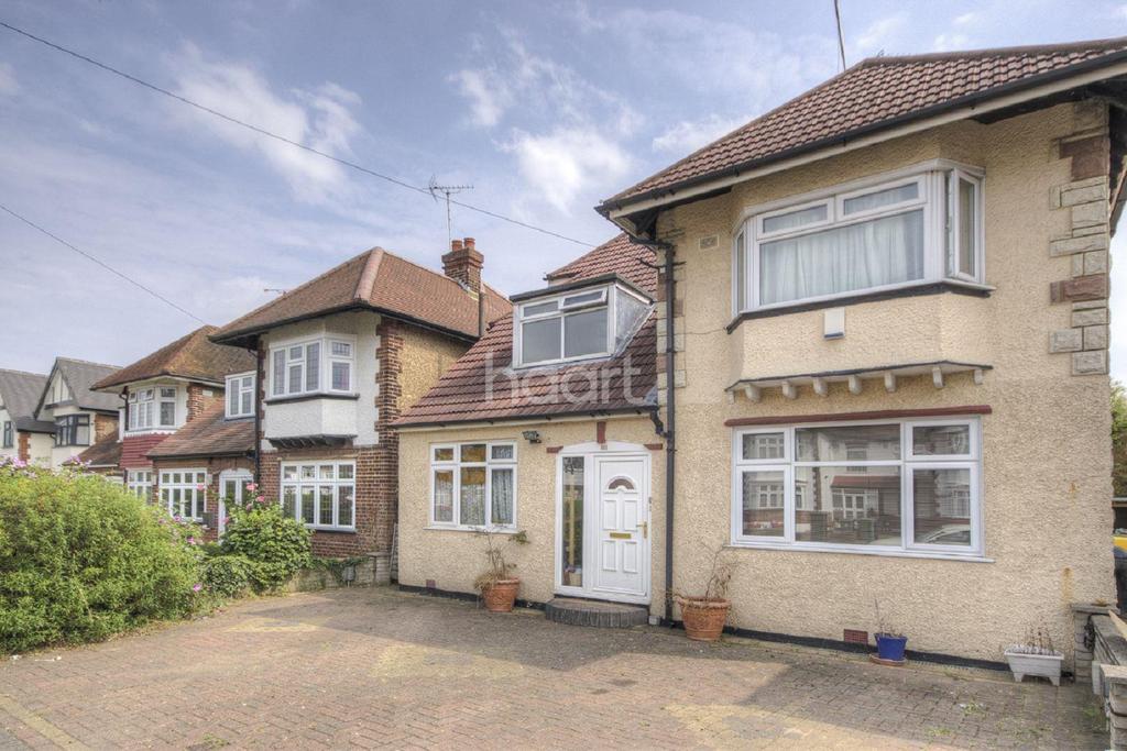 4 Bedrooms Detached House for sale in Ravenscroft Avenue, Preston Road