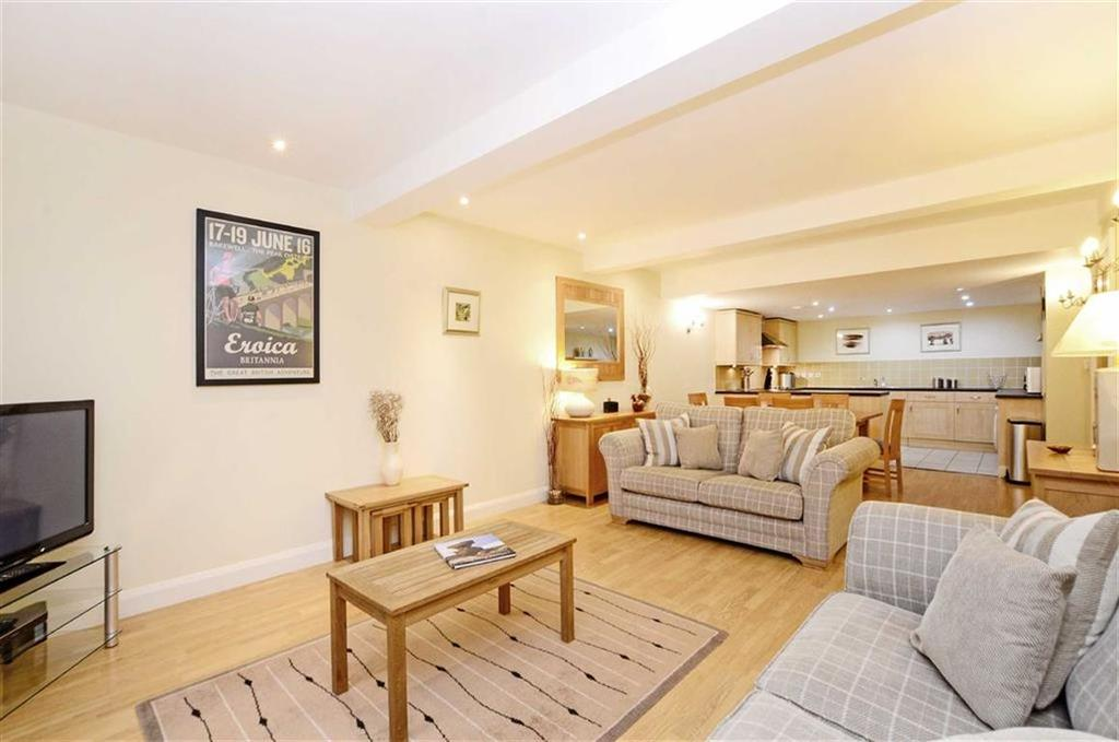2 Bedrooms Flat for sale in Apt 4, Ladybower Lodge, Ashopton Road, Hope Valley, Derbyshire, S33