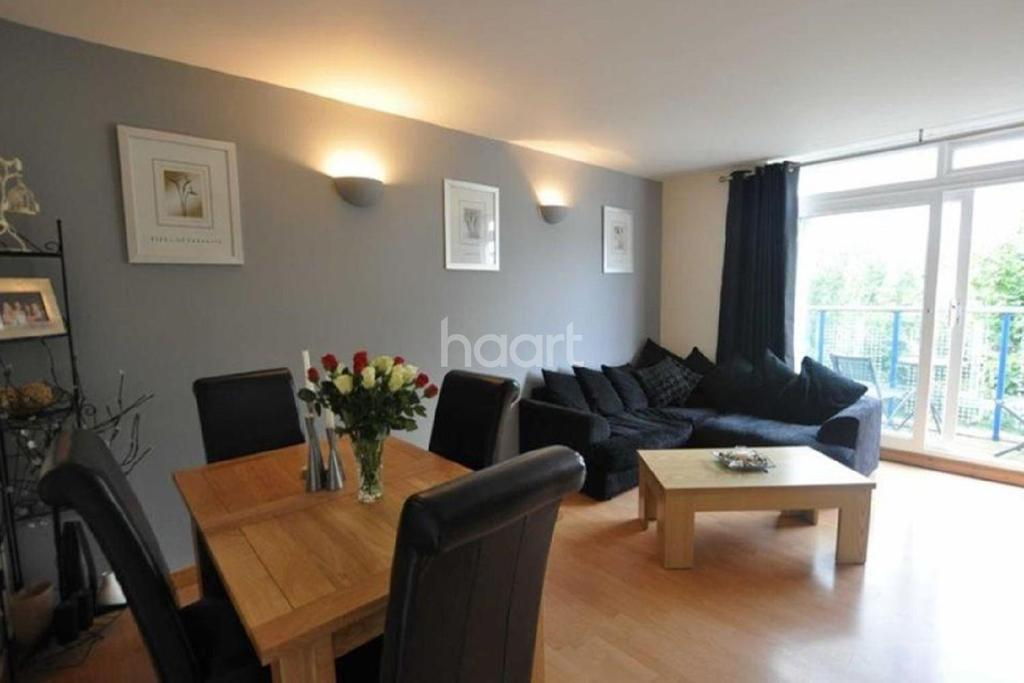 2 Bedrooms Flat for sale in The Vineyards, Great Baddow