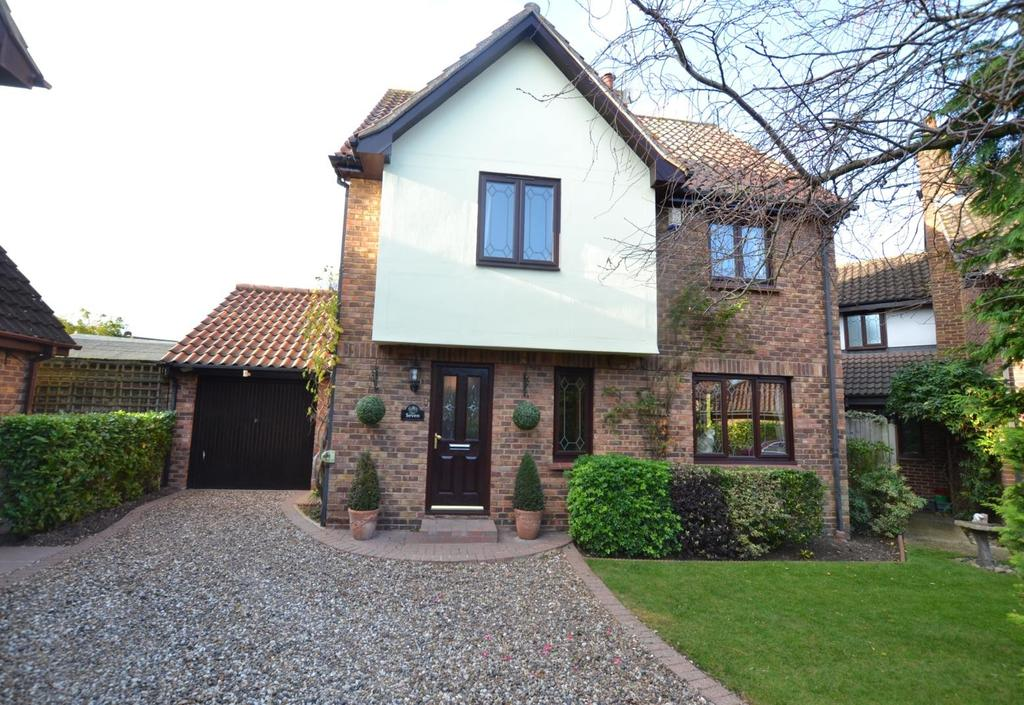 4 Bedrooms Detached House for sale in Silvermere, Langdon Hills, Basildon, Essex, SS16