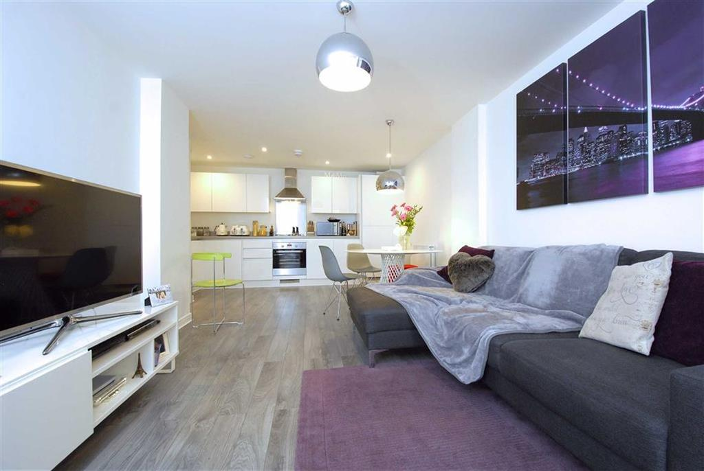 2 Bedrooms Flat for sale in Wellsview Drive, Bromley, Kent