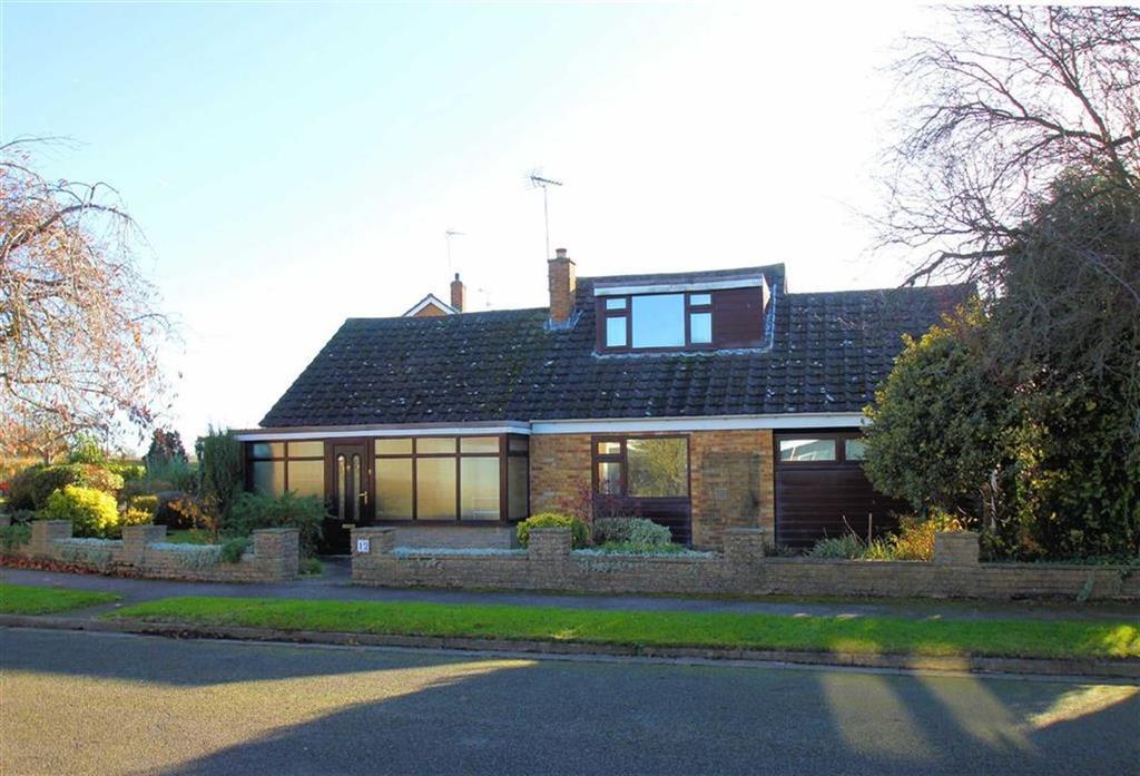 3 Bedrooms Detached Bungalow for sale in Garden Road, Woolmer Green, SG3 6JZ