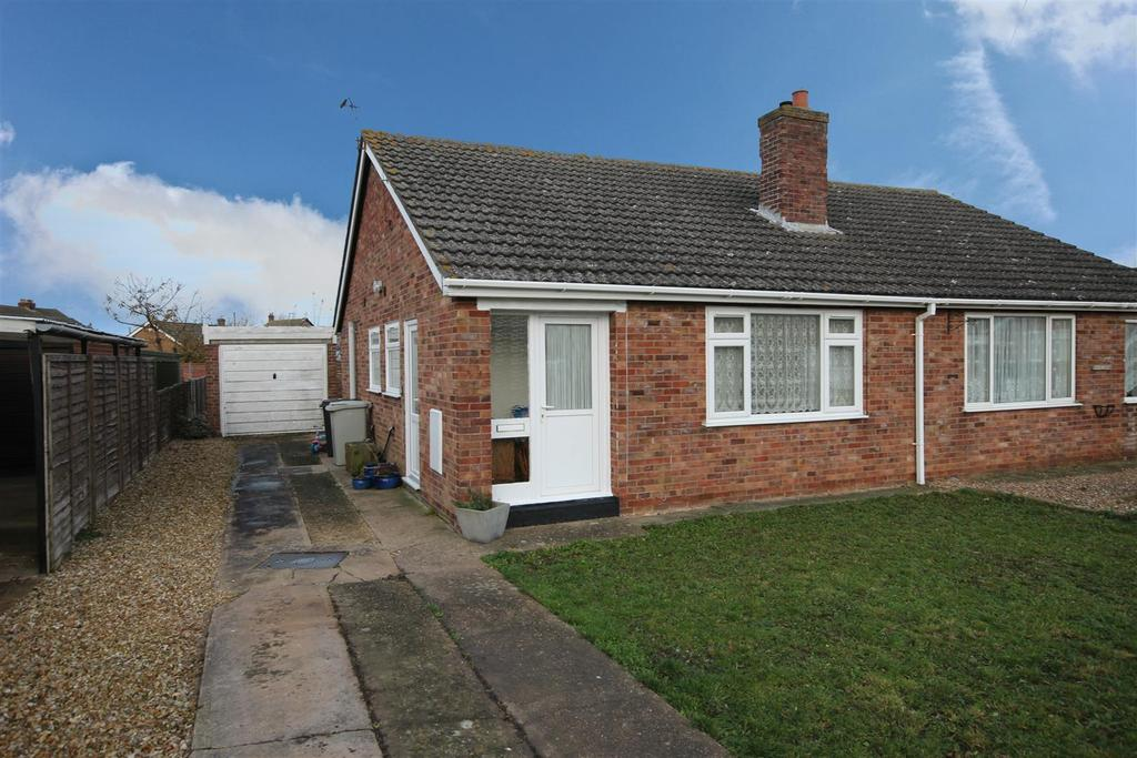 2 Bedrooms Semi Detached Bungalow for sale in Balmoral Close, Sutton On Sea