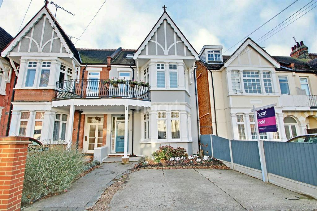 2 Bedrooms Flat for sale in Whitefriars Crescent, Westcliff-on-sea